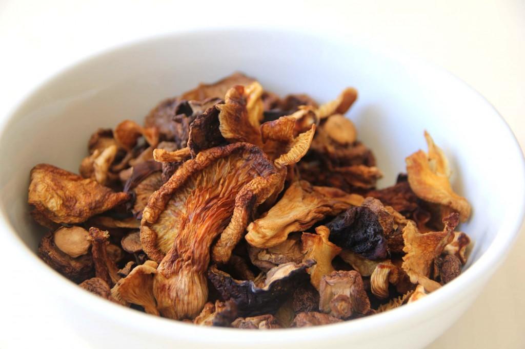 Dehydrated mushroom mixture
